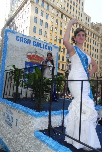 Las reinas del desfile de la hispanidad en Nu 62caf2e6c9494f4d9f3086ba02...