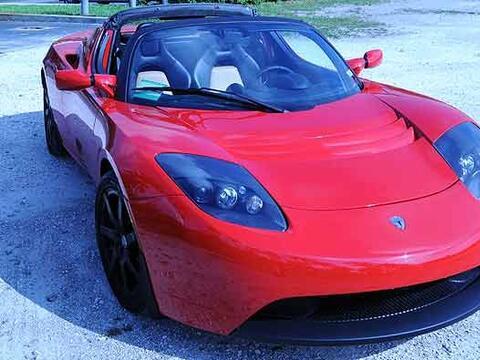 El Tesla EV Roadster es un auto eléctrico deportivo que no genera...