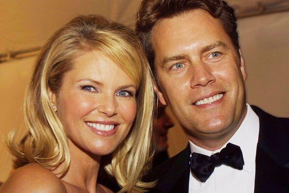 Ha estado casada cuatro veces, siendo la más reciente con Peter Cook, co...