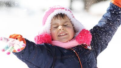 Siete cosas qué necesitas para jugar en la nieve