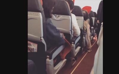 """En video: Temblaba """"como una lavadora"""", dice una pasajera del avión de A..."""