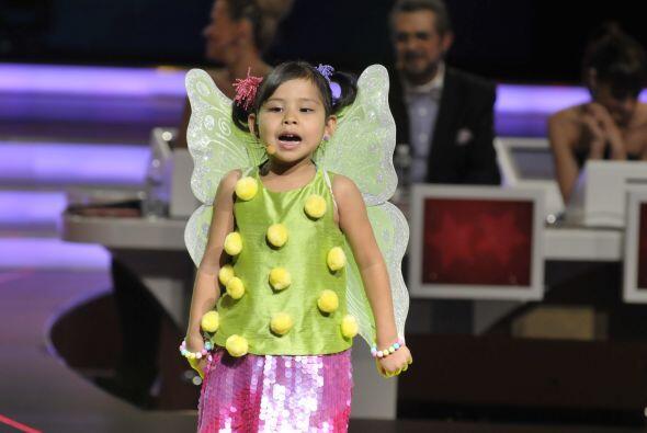 La pequeñita demostró que también tiene gran talento para cantar.