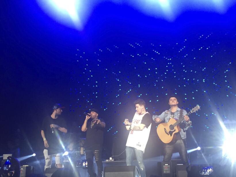 Piso 21 abrió el concierto de Nicky Jam.