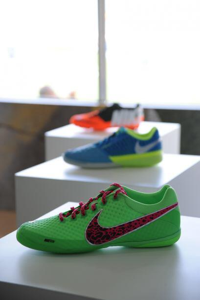 La gama de colores de la colección Nike FC247 tampoco dejará a nadie ind...