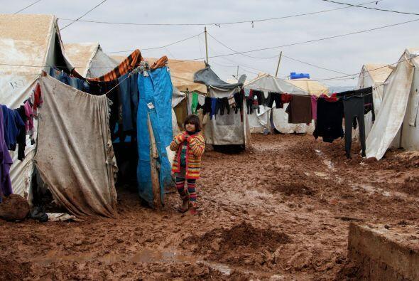 En cuanto a la crisis en Irak, la escalada de la violencia ha forzado a...
