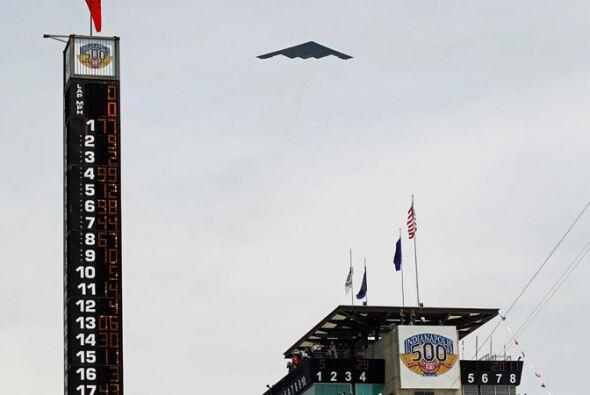 La ceremonia de apertura tuvo el tradicional vuelo de la Fuerza Aérea en...