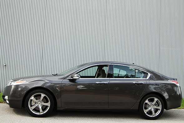 Cuenta con frenos ABS, control de tracción, bolsas de aire frontales y l...