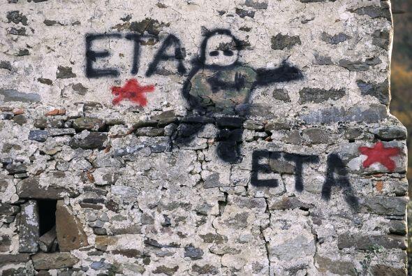 Fundada en 1958, la ETA usa la lucha armada como método para obte...