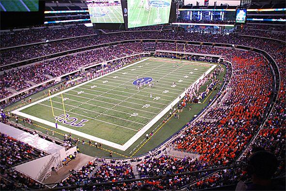 """Y que mejor escenario que el """"Cowboys Stadium"""" en la ciudad de Arlington..."""