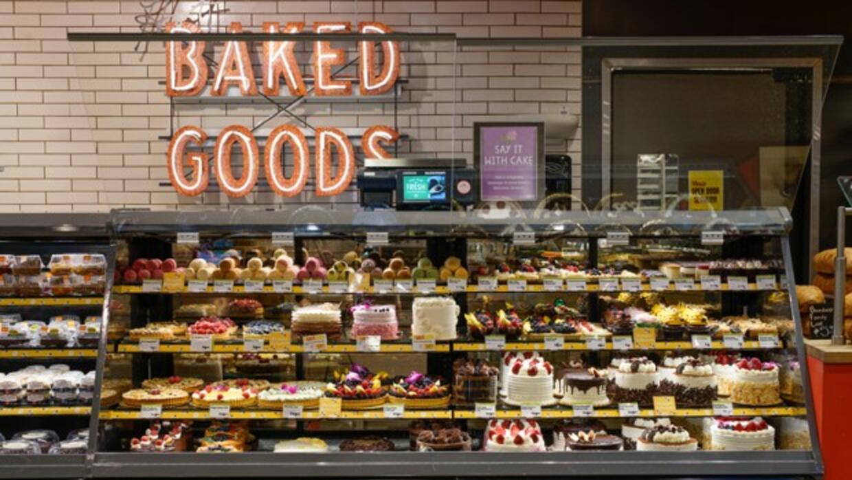 En contraste, así una sección de dulces totalmente abastecida.