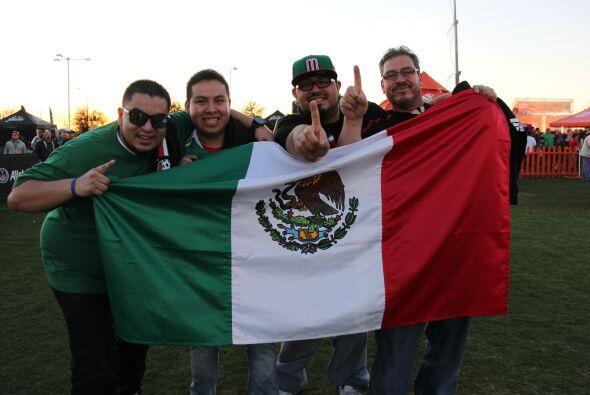Sin importar el marcador, miles de fans de la selección mexicana...