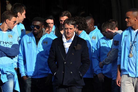 Roberto Mancini, entrenador del club, lideró al plantel 'Citizen'.