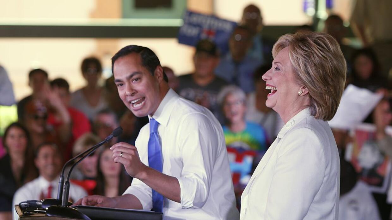 """Julián Castro acompaña a Clinton en un evento de """"Latinos por Hillary"""" e..."""