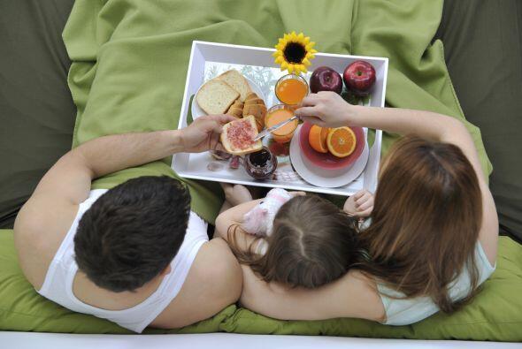 En el día de las madres es inconcebible que ellas se levanten temprano y...