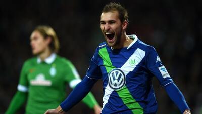 Bas Dost no deja de marcar goles en la Bundesliga, esta vez hizo dos.