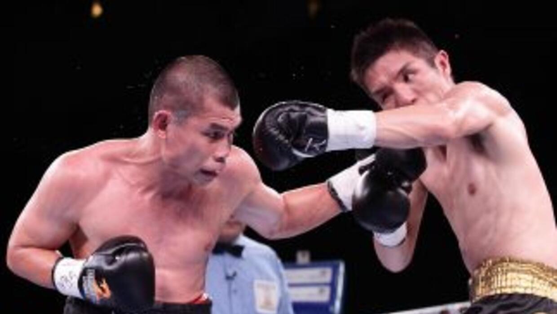 Chris John castiga a Kimura en la defensa de su título.