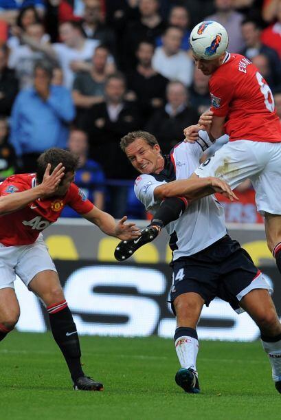 El 'Man-U' goleó al Bolton 5 a 0 y es puntero junto al 'City'.