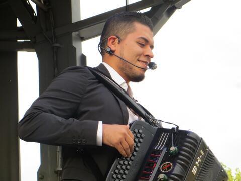 Noel Torres robó corazones en Fiestas Patrias 2015 y conquist&oac...
