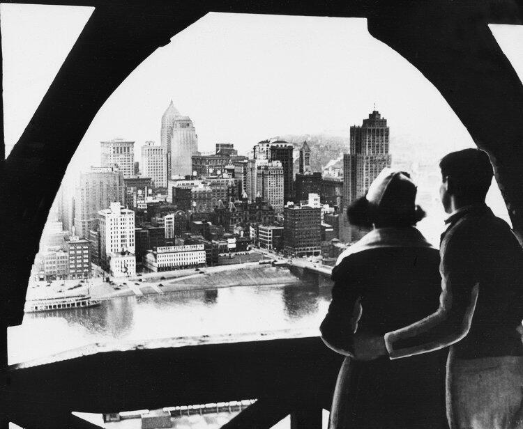 """""""El centro de la ciudad desde Mt. Washington"""". 1945."""