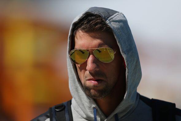 Octubre 5 - Michael Phelps se interna en clínica de rehabilitación. A tr...