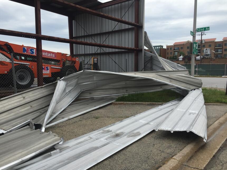 Graves tormentas causan daños en un inmueble en la 52nd Avenue y la 26th...