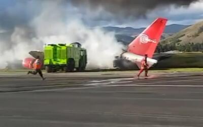 Un avión se incendia mientras aterriza en Perú, pero todos sus pasajeros...