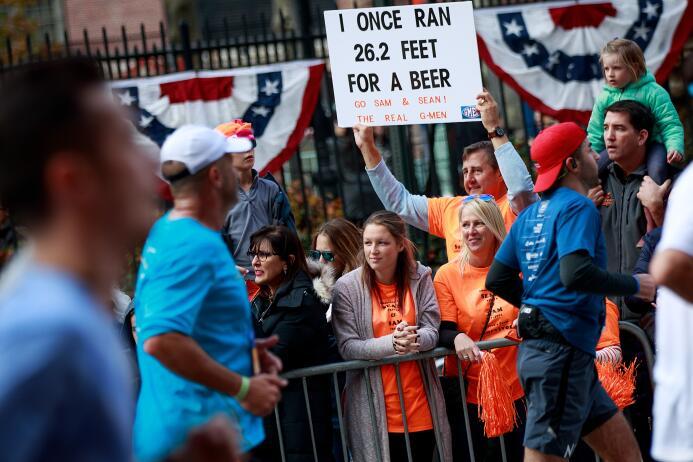 """""""Una vez corrí 26.2 pies por una cerveza"""". Este mensaje buscab..."""
