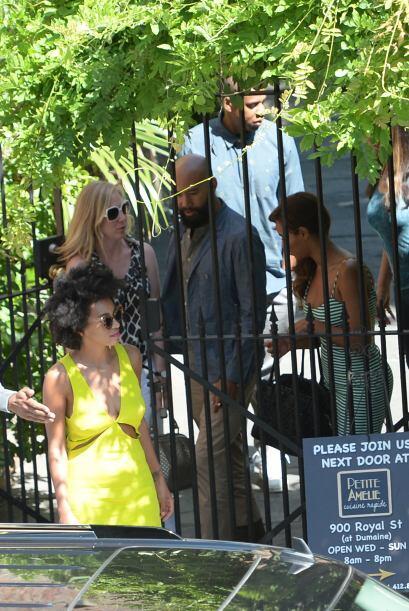 También acudió la mamá de las cantante, Tina Knowles.Mira aquí los video...