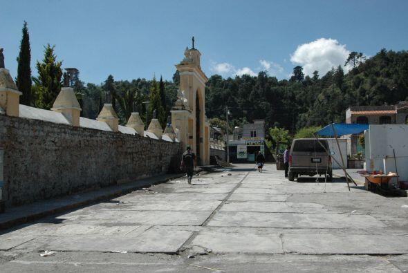 La Catedral dedicada a Santiago Apóstol se erige en la plaza prin...