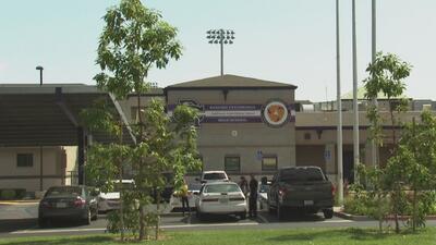 El suicidio de cuatro estudiantes en un pueblo de California preocupa a padres de familia