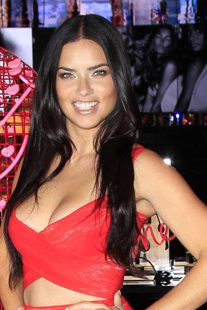 Adriana Lima Victoria's Secret San Valentín f205637a37624313aca232dacdab...