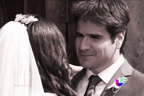 Te ves guapísimo Pablo, ya era hora de verte tan elegante para tu boda.
