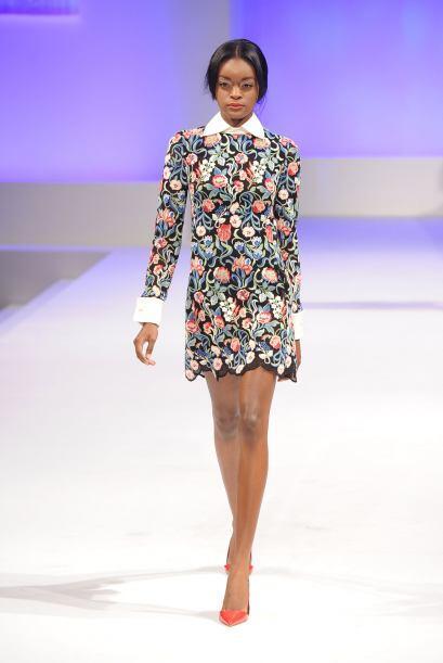 Mini vestidos con ligeros toques de rosa son una de las prendas que en a...