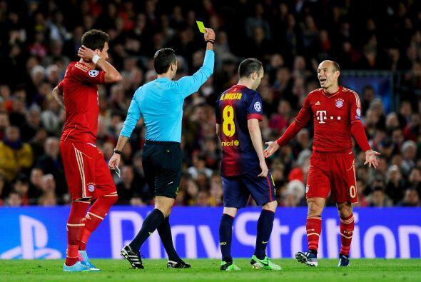 Arjen Robben fue amonestado a causa de algunos reclamos.