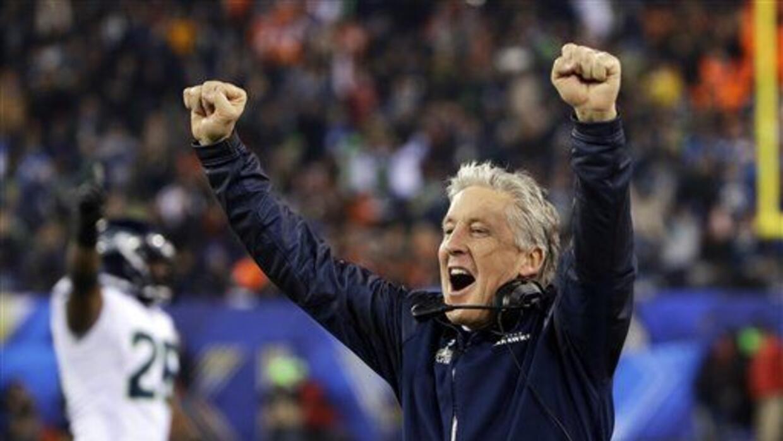 Carroll es el tercer entrenador en ser campeón colegial y en la NFL (AP-...