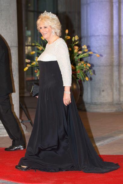 Aquí una vez más la Duquesa de Cornwall portando este accesorio con gran...
