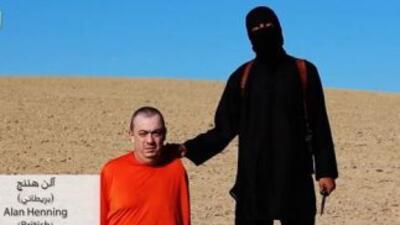 Alan Henning en el video donde ISIS amenaza con decapitarlo.