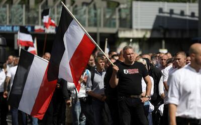 Neonazis marchan en Berlín en memoria una de las figuras más cercanas a...