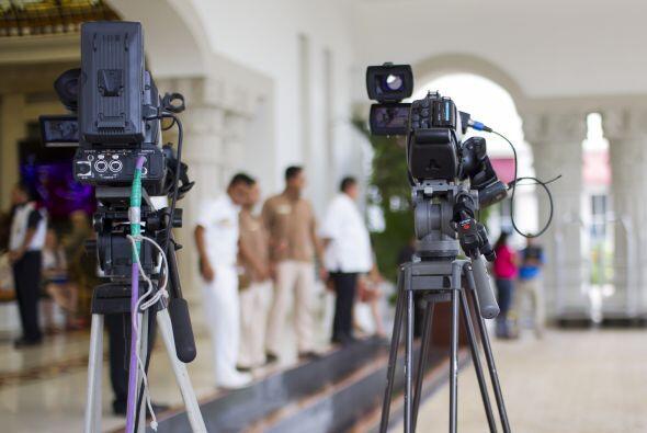 Los medios de comunicación aguantando todo el día en el evento y atentos...