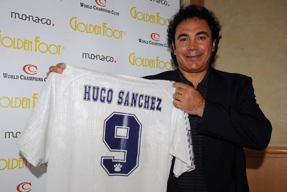 Hugo posó con la playera del equipo de sus amores, el Real Madrid, y su...