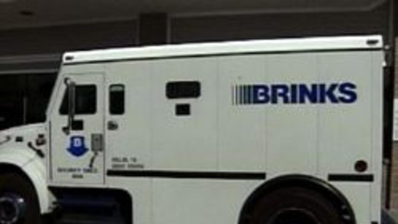 Un camión blindado de la compañía Brinks fue asaltado en horas de la mañ...