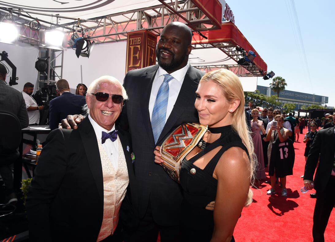 Donald Trump y los invitados a Wrestlemania GettyImages-547106942.jpg
