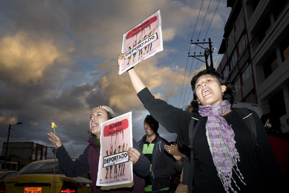 Un grupo de activistas quiteños acompañó a los cubanos detenidos. Durant...