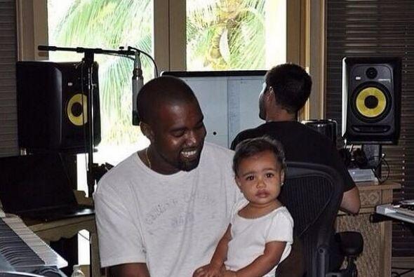 Nori sí que hace sonreír como loco a su papi.