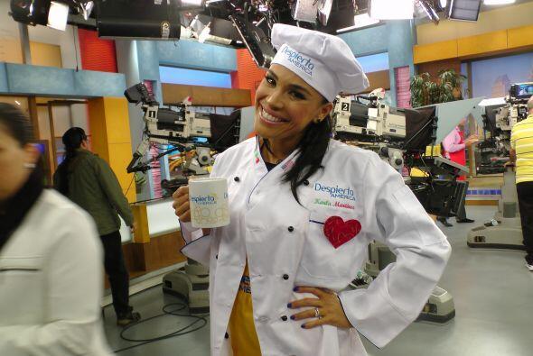 Karlita es una experta en la cocina, seguro preparará una deliciosa rece...