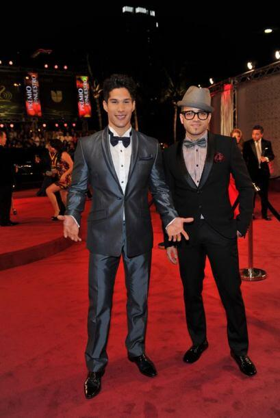 Chino y Nacho llegaron muy elegantes y a su estilo para arrancar suspiro...