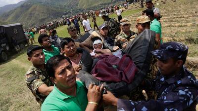 Batalla contra tiempo, sobrevivientes de Nepal