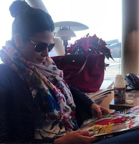 """""""Esperando por mi vuelo con mi revista para no aburrirme y mi #YesYouCan..."""