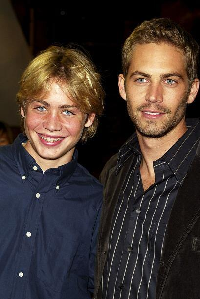 Su hermano menor Cody lo acompañó al estreno.
