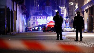 """""""Casi lo atrapamos, pero se volatilizó"""": la feroz persecución al atacante de un mercado de Navidad en Francia"""